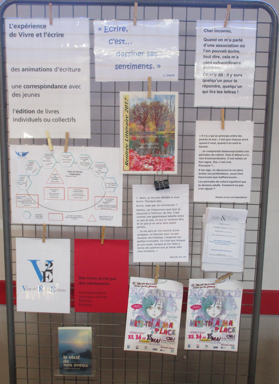 Sur le stand de V2E, la présentation de Vivre et l'écrire